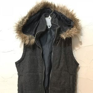 Cielo Classic lined vest. Removable hood